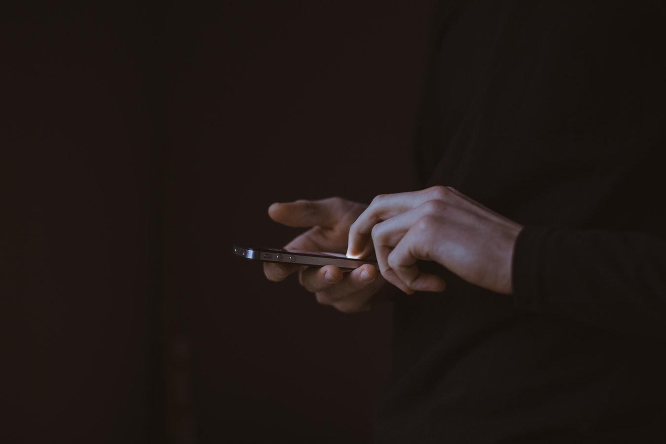 Comment bien écrire les textos pour séduire une femme?